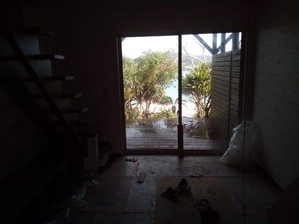 アダンオンザビーチ改装工事。1階の様子。